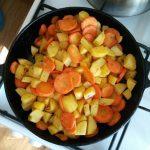 Рецепт: Жаркое в горшочках — из свинины с картошечкой по-домашнему