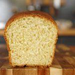 Воздушный белый хлеб на молоке