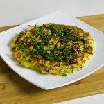 Запеканка из капусты и двух яиц на сковороде, рецепт с фото
