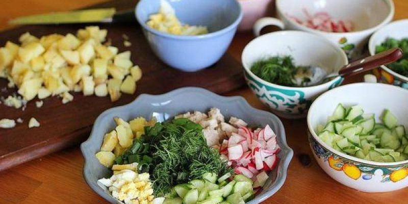Рецепт: Окрошка по-домашнему — окрошка по-домашнему с кефиром