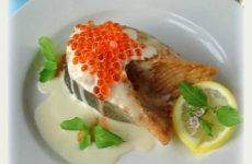 Филе лосося на гриле в сливочном соусе с красной икрой, рецепт с фото