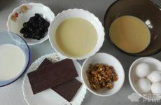 Рецепт: Торт «Графские развалины» — Со сгущенкой, грецкими орехом и черносливом