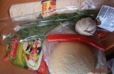 Рецепт: Рулетики из пшеничного ролла — острые с козьим сыром