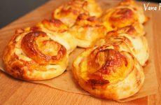 Булочки Синнабон с беконом и сыром из готового слоеного теста, рецепт с фото и видео