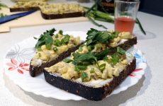 Датские бутерброды Смерребрёд с сельдью карри, рецепт с фото и видео