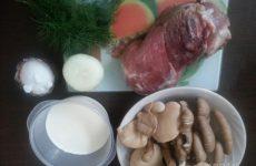 Рецепт: Свинина с лесными грибами в сливках — по-домашнему