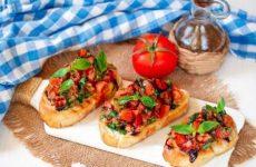 Брускетта с помидорами и соусом Табаско, рецепт с фото