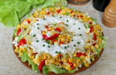 Салат с кукурузой, болгарским перцем и сельдереем