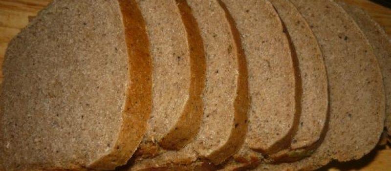 Рецепт: Бутерброды со шпротами — на гренках, со свежими огурцами и помидорами
