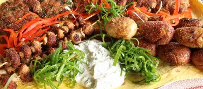 Куриные отбивные в панировке на сковороде с картофелем и грибами, рецепт с фото и видео