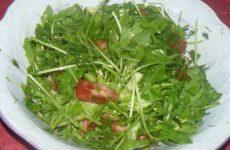 Легкий летний салат с рукколой