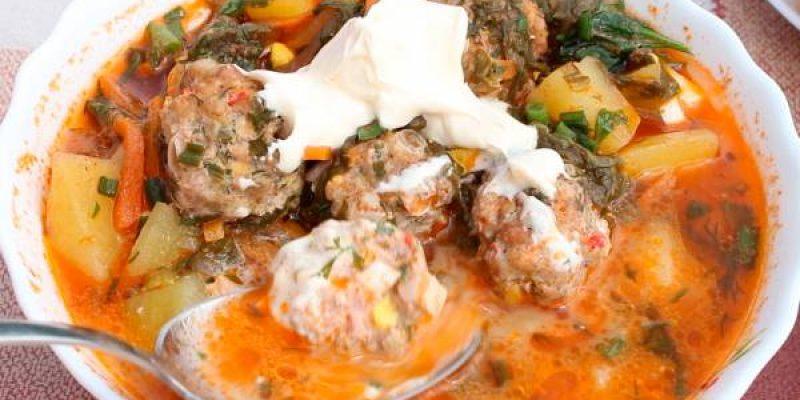 Борщ зеленый из щавеля с яйцом и фрикадельками в казане, рецепт с фото и видео
