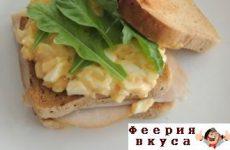 Салат с яйцами и чесноком