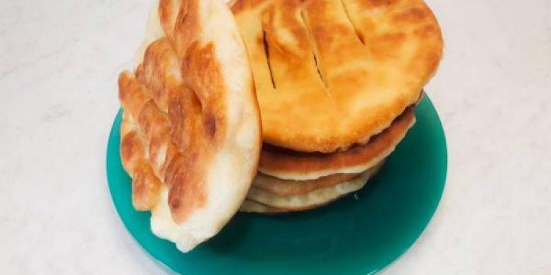 Пышные жареные лепешки на кефире на сковороде, рецепт с фото пошагово и видео