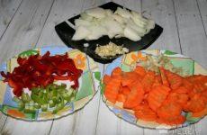 Рецепт: Тушеные куриные голени — с овощами и вялеными томатами