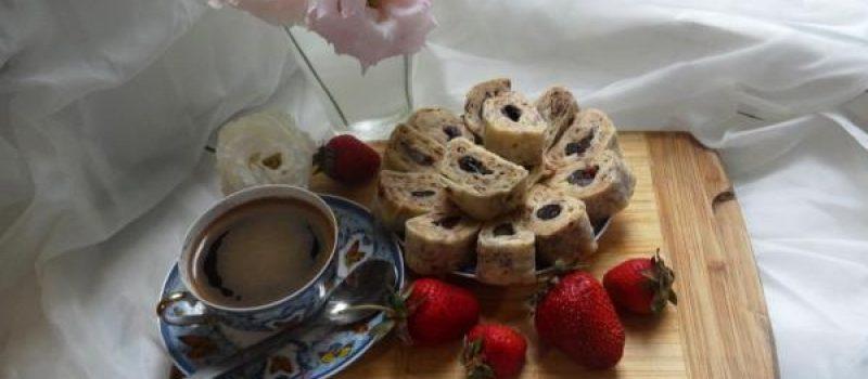 Рецепт: Десерт в лаваше — Простой и очень вкусный десерт из лаваша.