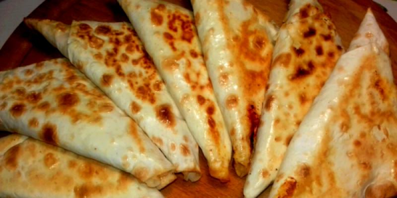 Рецепт: ЗАКУСОЧНЫЕ КОНВЕРТЫ ИЗ ЛАВАША — с сыром пармезаном