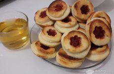 Рецепт: Творожное печенье — Двуслойное творожное печенье со сливовым джемом.