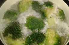 Рецепт: Омлет с брокколи — с плавленным сырком