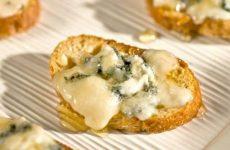 Брускетта с адыгейским сыром и кинзой, рецепт с фото