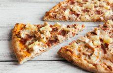 Гавайская пицца с копченой курицей и ананасами, рецепт с фото и видео