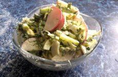 Весенний салат с редиской, яйцом и черемшой, рецепт с фото пошагово и видео