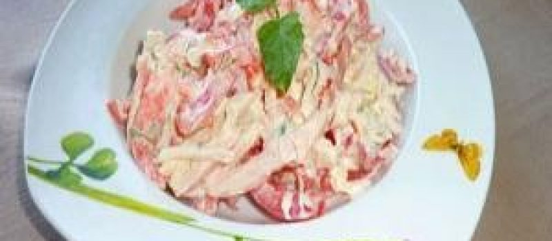 Салат из кальмаров с помидорами