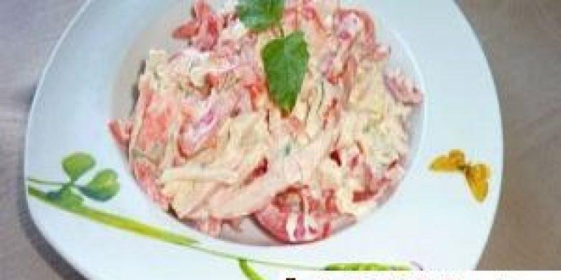 Кальмары с помидорами салаты