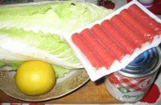 Рецепт: Салат из пекинской капусты с кукурузой — С крабовыми палочками и соевым соусом.