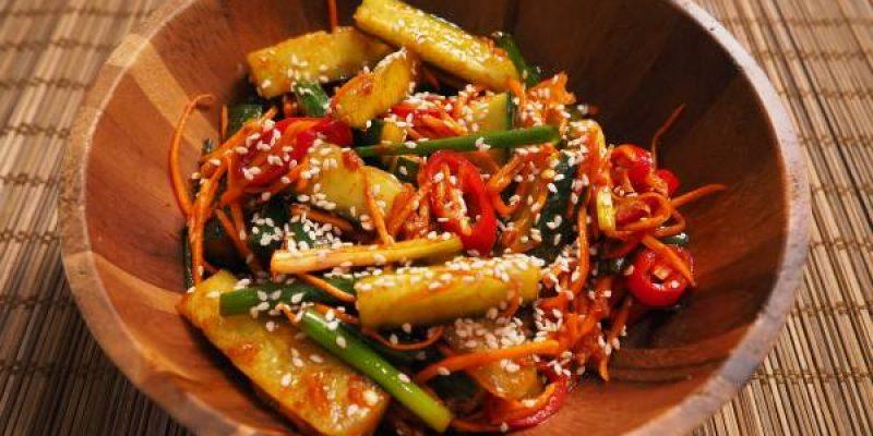 Салат с огурцами и морковью без майонеза