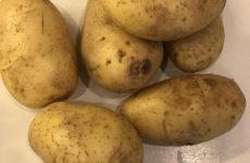 Рецепт: Крошка-картошка — в духовке, с маслом и сыром