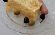 Рецепт: Омлет на кефире — Экспресс-рецепт омлета в микроволновке. С луком и кефиром.