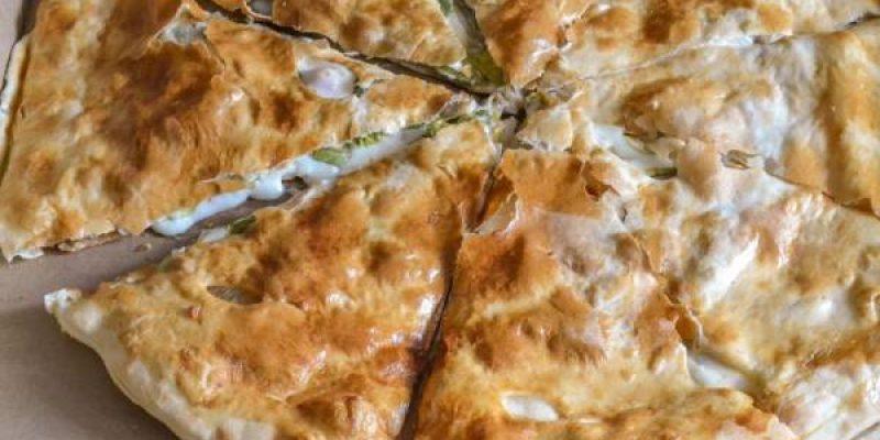 Хычины с сыром и картофелем из дрожжевого теста, рецепт с фото