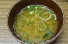 Мисо-суп с абураагэ и дайконом, рецепт с фото