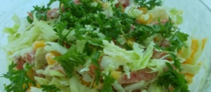 Салат капустный с колбасой