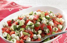 Салат из помидоров черри, авокадо и моцареллы, рецепт с фото