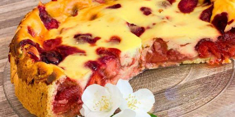 Пирог с клубника пальчики оближешь (Рецепты с клубникой) Заливной пирог
