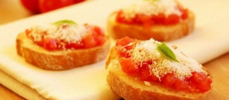 Брускетта с помидорами, чесноком и пармезаном, рецепт с фото