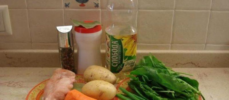 Рецепт: Щи с щавелем — На курином бульоне и с вареным яйцом.