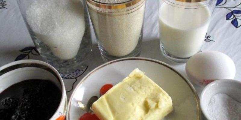 Рецепт: Манник на молоке с вареньем — снаружи хрустящий, а внутри мягкий и рассыпчатый