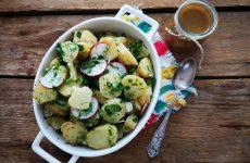 Картофельный салат с редисом и черемшой