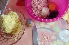 Рецепт: Драники с сыром и колбасой — с двумя видами колбасы и сыром