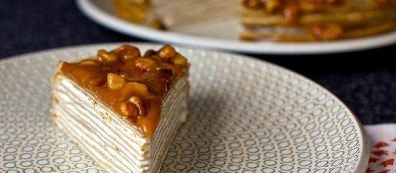Блинный торт из бананов с глазурью из грецкого ореха