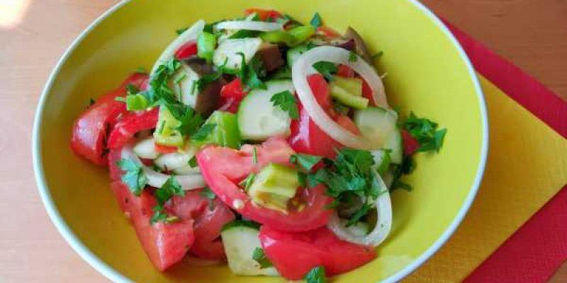 Вкусный салат из овощей с пикантной заправкой «Шехерезада»