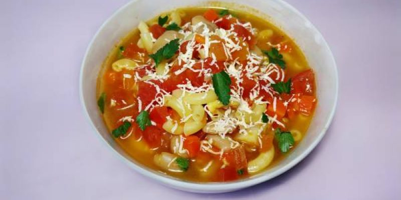 Суп с макаронами, консервированной фасолью и помидорами, рецепт с фото и видео