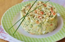 Салат из крабовых палочек с огурцом «Море волнуется раз»