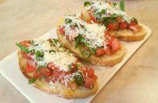 Брускетта со сливочным маслом и помидорами, рецепт с фото