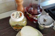 Рецепт: Маринованный лук «Гость на пороге» — с виноградным уксусом.
