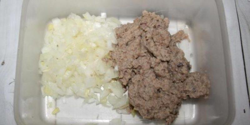 Рецепт: Закуска «Фаршированные яйца» — «Селедочка в шубке»
