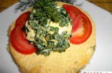 Рецепт: Салат «Лук с яйцом» — Деревенский